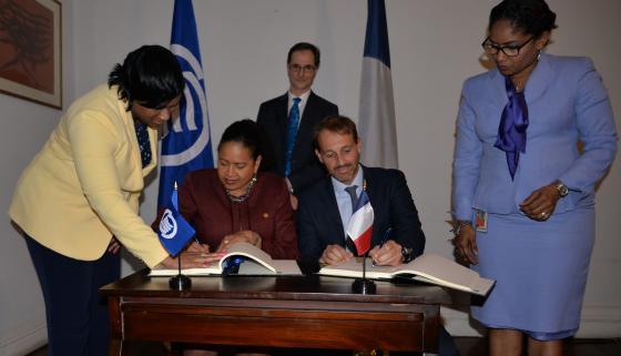 La AEC y la BRGM de Francia Firman un MDE para Proteger las Costas Caribeñas
