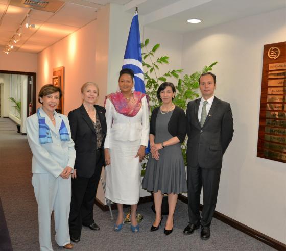 Reunión entre la Secretaria General y Embajadora Socorro Flores Liera