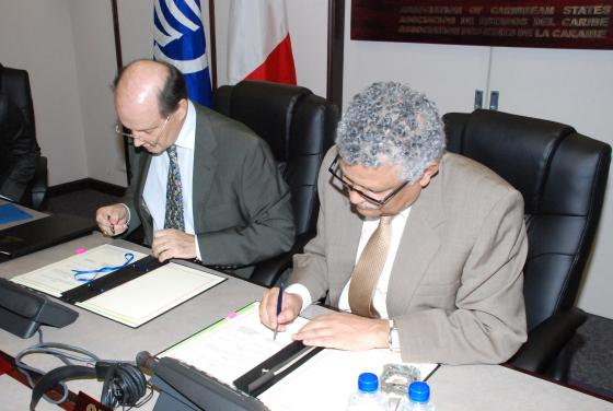 Signing of Protocol between the ACS Secretariat and the Ambassador of France